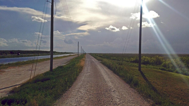 Un camino de tierra un poco al norte del Tamiami Trail.