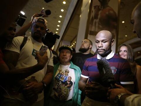 Floyd Mayweather Jr. y Andre Berto hicieron temblar el MGM y Las Vegas c...