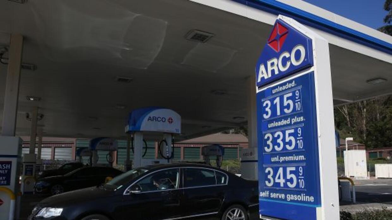 Se espera que los precios de la gasolina se mantenga baja durante un lar...