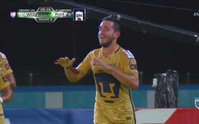 Luis Quintana prende el balón de volea y anota para Pumas ante W Connection
