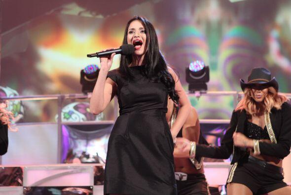 Ella estudió canto lírico en Colombia y es cantante de profesión.