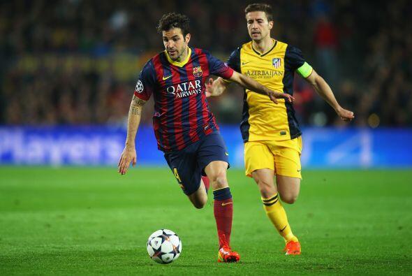 En la media cancha el club decidió vender a Cesc Fábregas al Chelsea de...
