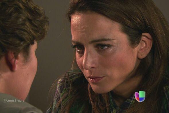 Agustina sabe que Dionisio quiere La Malquerida a cambio de su libertad....