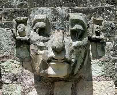 Honduras: Ruinas mayas de Copán. Esta es una vista parcial de una escult...