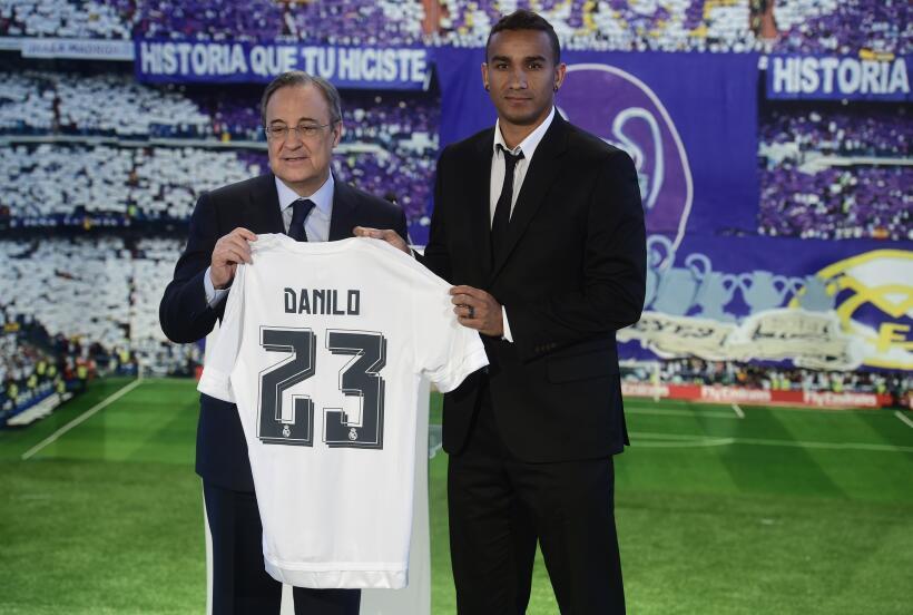 El brasileño lució el uniforme del Real Madrid en la canch...