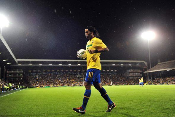 Gran panorámica de Ronaldinho ante la mirada de todos los presentes.