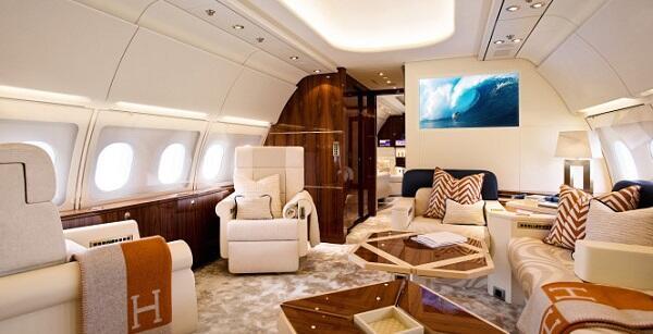 El comedor del lujoso avión puede recibir hasta 30 comensales, y según t...
