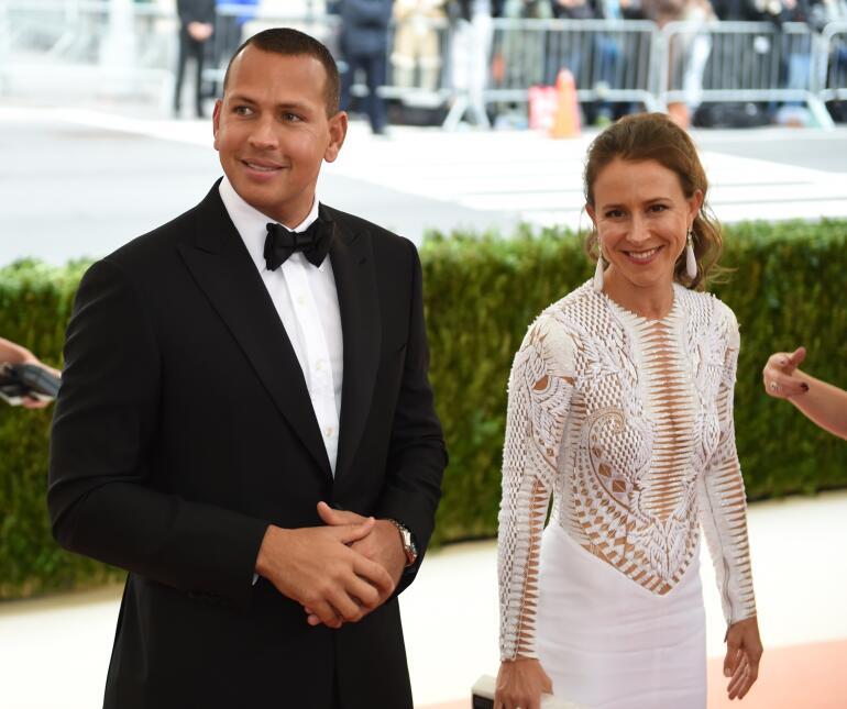 Públicamente compartió con Anne Wojcicki desde mayo del 2016, cuando asi...
