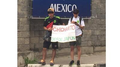 Aficionados japoneses buscaron a 'Chicharito' en Rusia
