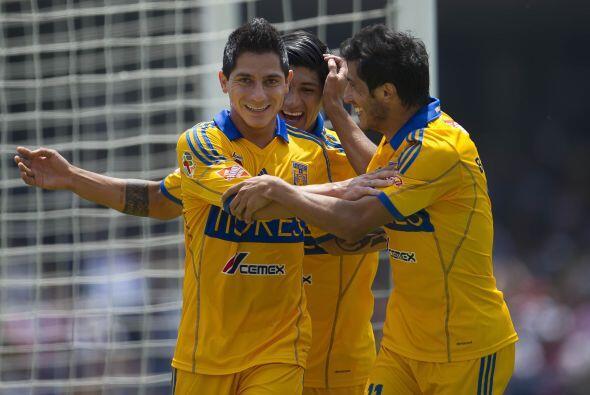 """El duelo más reciente del """"Tuca"""" ante los Pumas se llevó a cabo en el Ap..."""