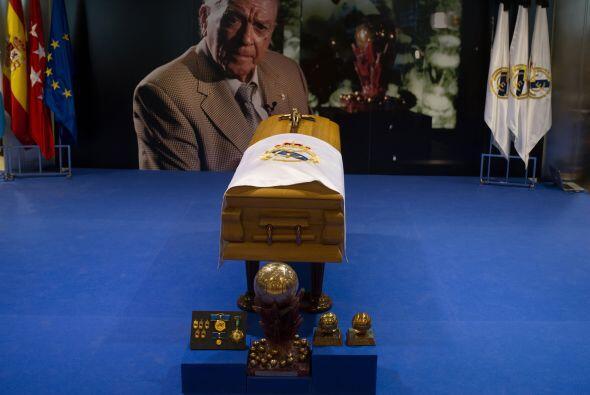 El palco de honor del Santiago Bernabéu fue el lugar en el que se le rin...