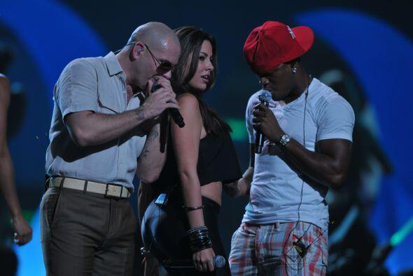 ¿A poco le vamos a creer el look de niño bueno a Pitbull?.. ¡Obvio no!.....
