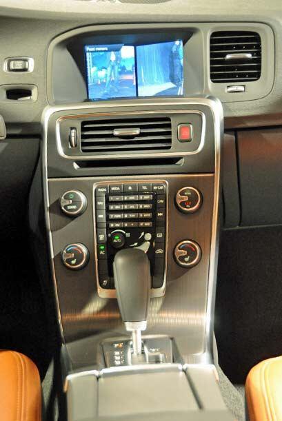 Tiene transmisión automática de seis velocidades Geartronic de segunda g...