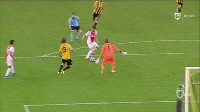 ¡Jugadón, y golazo del Ajax! Los holandeses bailan al AEK con gran anotación colectiva