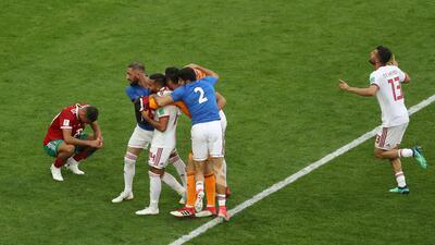 En fotos: con autogol de último minuto, Irán venció a Marruecos y sueña en el grupo B