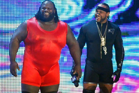 Al derrotar a Arnold Strongman, Mark Henry se convirtió en el hom...