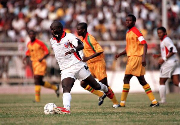 Fue el primer futbolista africano en ganar el Balón de Oro, pero su sele...