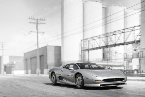 Cuando Jaguar presentó su XJ220, pretendía que el modelo se transforme e...