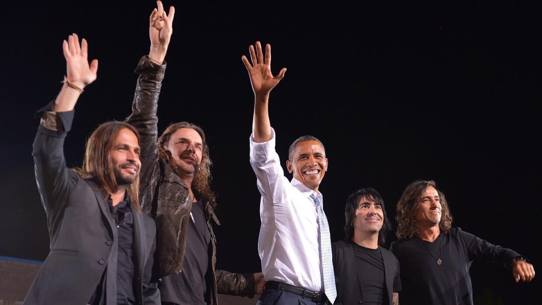 El presidente Barack Obama con el grupo mexicano Maná en un evento en 20...