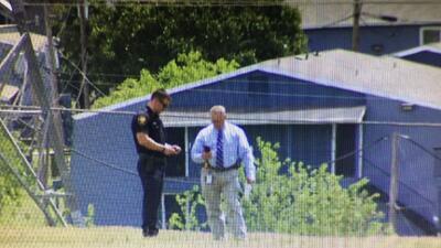 Oficiales investigaban en el área donde una adolescente fue ataca...
