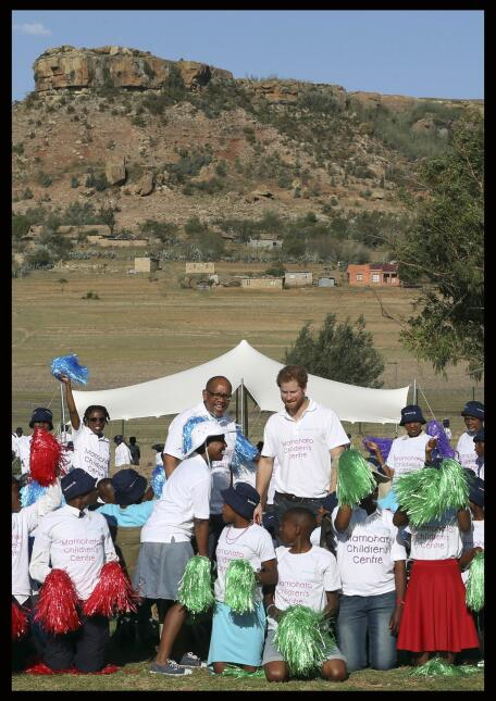Fotos de Harry en su visita a Lesoto.