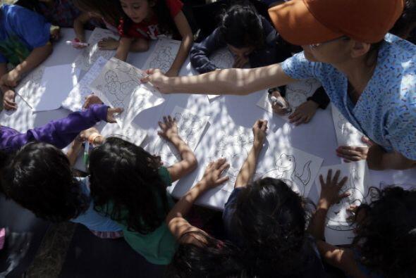 En 2012, los agentes fronterizos detuvieron a 13,625 menores no acompaña...