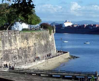 Puerto Rico: La FortalezaLa Fortaleza es la actual residencia oficial de...