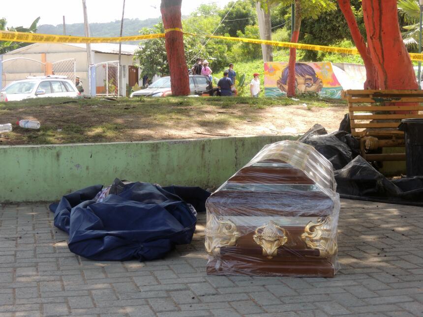 Desesperación y ruinas en la costa ecuatoriana tras el terremoto DSCN212...