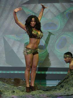 Una chica selvática y con ritmo flamenco.