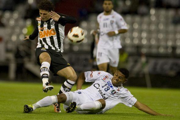 El Santos visitó al Once Caldas de Manizales en el partido de ida...