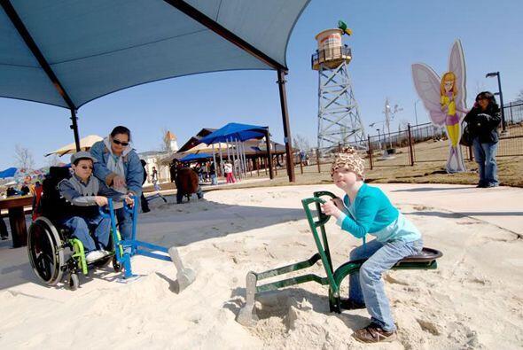 Todos los niños adoran jugar en la arena; sin embargo, aquellos con algú...