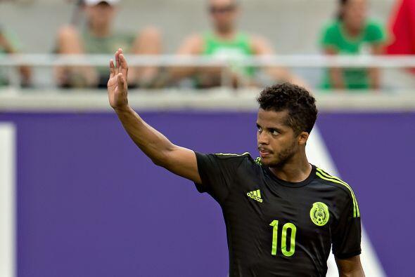 8     Giovani dos Santos tomó el mando del equipo cuando inició la segun...