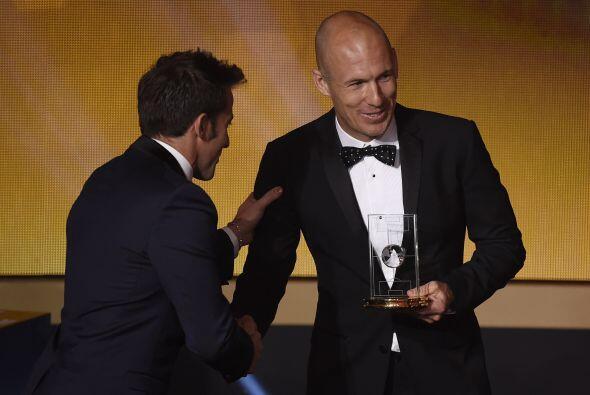 El tercer delantero fue el holandés Arjen Robben, quien así como sus com...