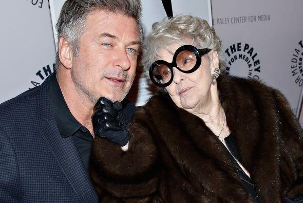 Uno de sus últimos papeles fue como la dominante madre de Alec Baldwin e...
