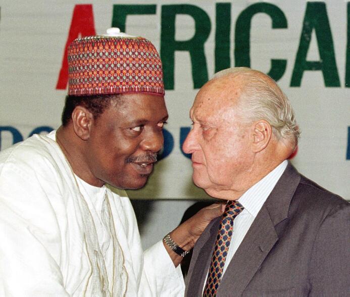 Catar está 'fichando' niños africanos para su Mundial 2022 GettyImages-1...