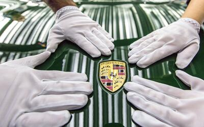 Categorías de Autos high_the_one_millionth_911_production_2017_porsche_a...