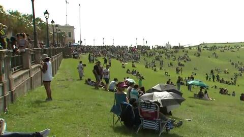 Cientos de personas llegaron hasta los terrenos del Morro en San Juan pa...