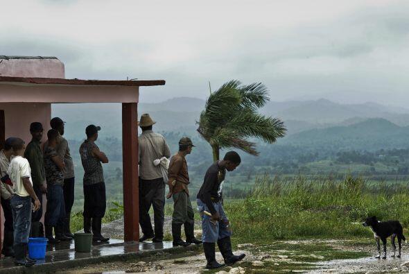 La emisora oficial Radio Taíno informó de que hasta el momento se habían...