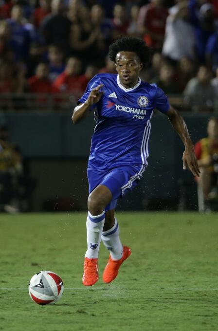 El colombiano Juan Guillermo Cuadrado pasó de la Fiorentina al Chelsea,...