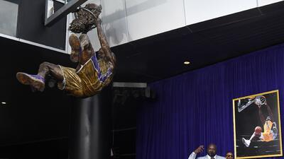 "La estatua que inmortaliza la clavada de ""El Shaq"""