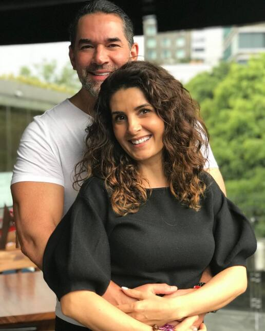 Mayrín Villanueva celebra 47 años de edad junto a los amores de su vida