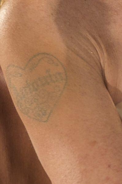 Como tal el tatuaje no ha desaparecido, pero al parecer, la famosa ya no...