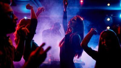 """Legislador propone que California siga de """"party"""" hasta las 4:00 a.m."""