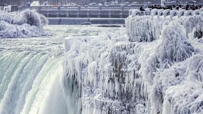 En fotos: El hielo rodea las Cataratas del Niágara y sus aguas podrían congelarse en enero de 2018