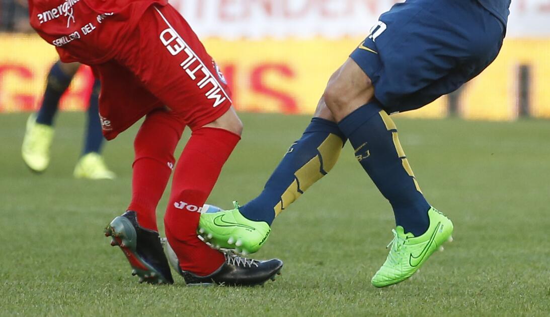 Lesiones escalofriantes en el fútbol mundial gettyimages-489184604.jpg