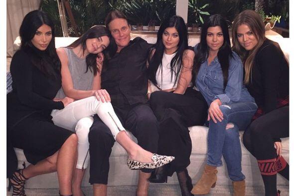 Kim Kardashian compartió en redes sociales esta imagen en la que posa ju...