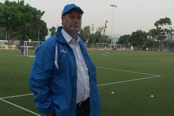 Inmediatamente el entrenador argentino pisó la cancha para trabajar (Cor...