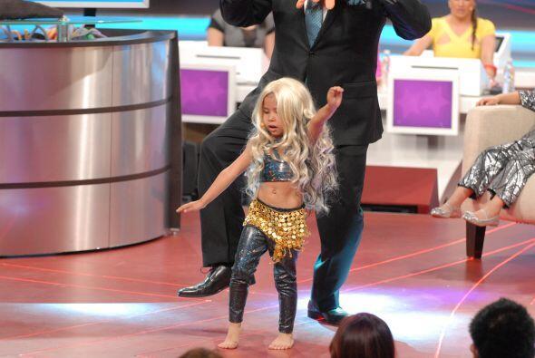 La pequeñita supo imitar bastante bien a Shakira pues sus movimientos de...