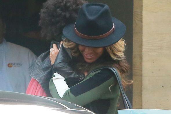 Uff! Por suerte Beyoncé logró controlarla, pensamos que se iba a caer.