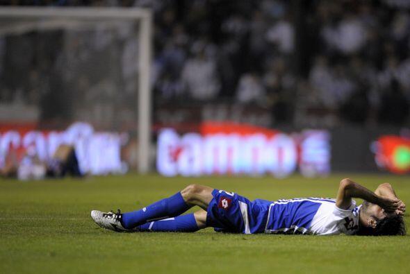 Otra triste imagen del abatido Deportivo de La Coruña con los ánimos por...